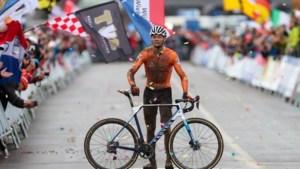Sensationele Van der Poel soleert onbedreigd naar derde wereldtitel veldrijden