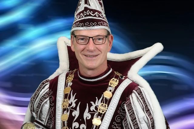 Prins Ron II betrekt Schinveldse schooljeugd bij de vastelaovend