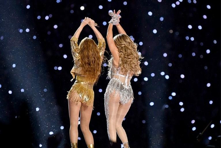 Video: Dochter (11) J.Lo zingt mee in wervelende Super Bowl-show