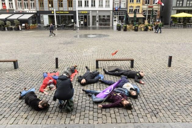 Actievoerders houden voor de eerste keer 'die-in' op Roermondse Markt