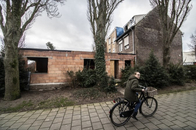 Aanbouw die voor overlast zorgt in Geleense Duivenstraat is zonder vergunning gebouwd