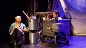 'Kanonnenvoer' van Benny Lindelauf spettert en klettert van het podium