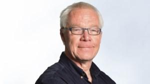 'Bromsnor meldt zich aan de balie en Bromsneu tikt braaf een proces-verbaal'