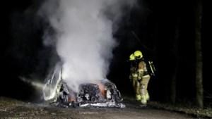 Auto in vlammen op in Heijen