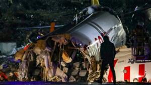Passagier omgekomen door breken vliegtuig in Istanboel, ruim 150 gewonden