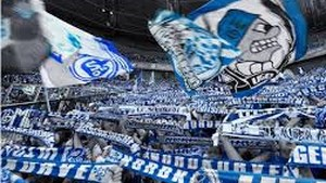 Politie Gelsenkirchen onderzoekt racisme bij Schalke - Hertha