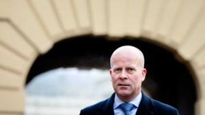 Premier Rutte scheurt pols van minister Knops tijdens fitnessoefening