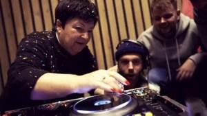Video: Stereo Sunday en Beppie Kraft duiken studio in voor remix <I>In D'n Hiemel</I>