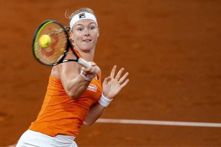 Vechtende Bertens zet Nederland op voorsprong in Fed Cup: 'Ik wilde dit zó graag'