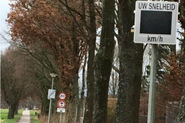 Bewoners verbazen zich over 'snelheidsmeters' op wegen waar geen auto's mogen rijden