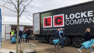Grote groep vrijwilligers druk met opruimactie rond LVK-tent in Echt