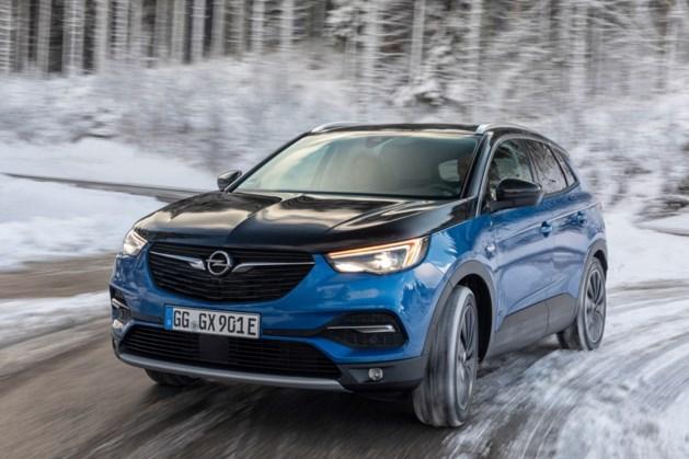 Opel Grandland X Hybrid4: over 300 pk en 32 gram...