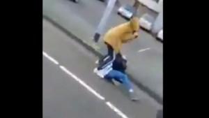 Jongen (15) slaat meisje het ziekenhuis in, moeder geschokt: 'Ze filmden, maar niemand hielp!'