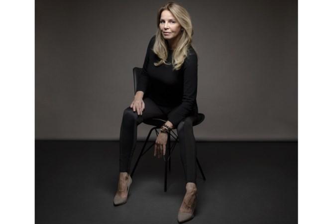 Esther Verhoef: 'schrijven lijkt veel op kleien'