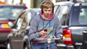 Kaart: zo vaak werd appen op de fiets beboet bij jou in de buurt