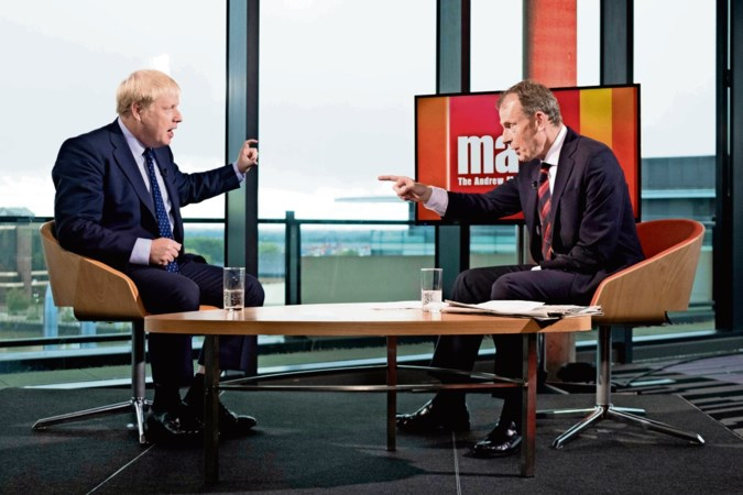 Premier Boris Johnson botst met media