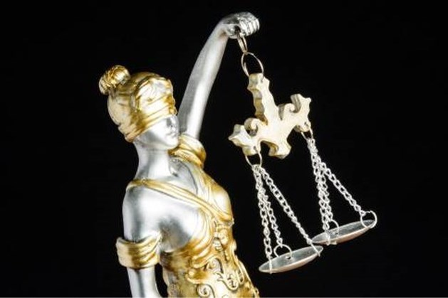 Winkeldief die agent dreigde te vermoorden 'met een lepel' krijgt 8 maanden celstraf