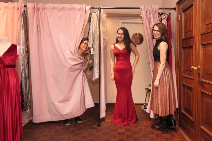 Bruidsmeisje Destiny uit Heerlen op pad voor de ultieme jurk