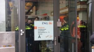 Wéér een aanval met bombrief: explosie in ING-kantoor in Amsterdam