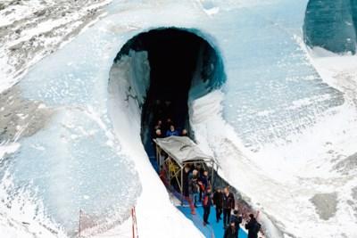Mont Blanc lijdt onder massatoerisme: agenten gaan berg bewaken