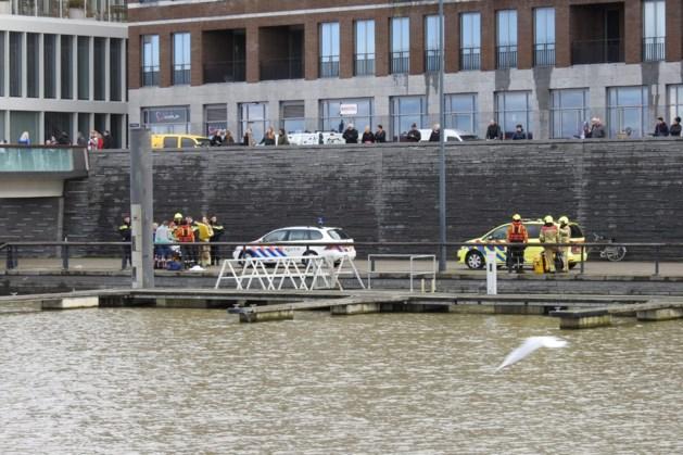 Meisje valt in het water bij de Werf in Venlo
