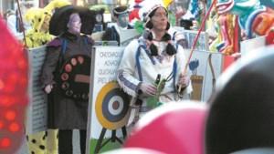 Burgemeester De Boer overhandigt gemeentesleutel aan prinsen Simpelveld