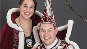 Prins Mark I en prinses Loes van de Biemösje houden receptie