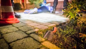 Man hakt met slagersmes in op hoofd medewerker supermarkt Eindhoven na mislukte overval
