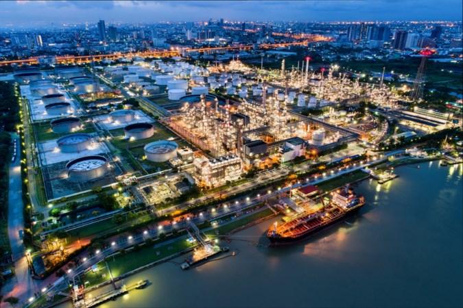 Oliereuzen op tweesprong: volle bak inzetten op duurzame energie of toch vasthouden aan fossiele brandstoffen?
