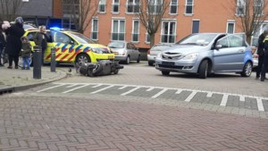 Scooterrijdster gewond na aanrijding met auto