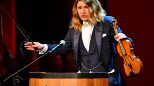 Video: Frank Vroomen uit Puth met de buut 'De an'dre Jeu'