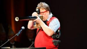 Video: Jan Pijnenborg uit Ysselsteyn met de buut 'Jens mit de lange lens'