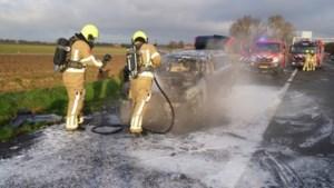 Rijdende auto vat vlam op A2: enige tijd verkeershinder