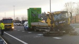 Grote ravage na ongeluk met vrachtwagen op A2