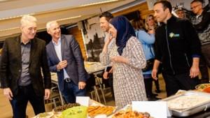 Statushouders bieden mensen achter Brunssums taalwerkproject lunch aan