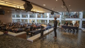 Tieners in Landgraaf op de zeepkist maken indruk met vlot gebrachte speeches in het Engels