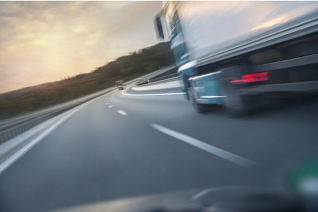 Bestuurder onwel op A2: vrachtwagenchauffeurs voorkomen ernstig ongeval