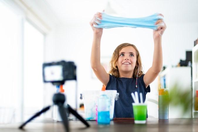 Inspectie gaat kinderarbeid onder vloggers onderzoeken