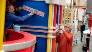 De Beekse carnavalswagens worden elk jaar in de optochthal officieel onthuld