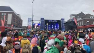 Carnavalsvierders drommen samen in centrum van Roermond