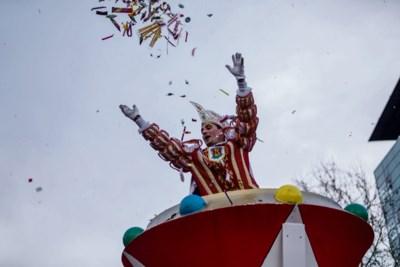 'Carnavalsprins, gooi je snoepgoed onderhands, het is geen handbal'