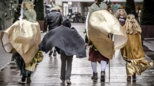 Regen en windstoten hinderen carnavalsoptochten