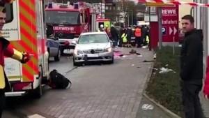 Automobilist rijdt met opzet in op carnavalsoptocht in Duitsland: tientallen gewonden