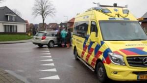 Fietser gewond naar ziekenhuis na aanrijding