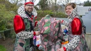 Zelf maken van carnavalspakjes overleeft naast kant-en-klaar: V.V. Oes de Moas nu al bezig voor volgend jaar