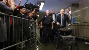 Veroordeelde Weinstein naar het ziekenhuis wegens 'pijn op de borst'