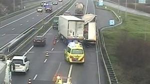 Vrachtwagens botsen op de A2: snelweg tijdelijk dicht