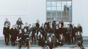 Showkoor Nouveau Visage viert veertigjarig jubileum met show in theater in Kerkrade