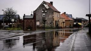 Honderden inwoners in quarantaine en scholen dicht: burgemeester van Duitse grensplaats beleeft hectische dagen