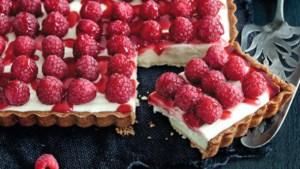 Romige, frisse verwenning: roombotercarré met wittechocolademousse en frambozen